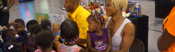 PayUsa's Spokesman Reec & TV Star Kelsey Nykole Take Time Out & Give Back by Reading